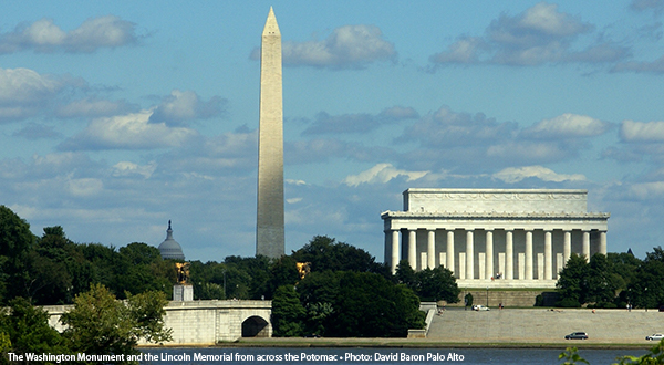 The Washington Monument and the Lincoln Memorial from across the Potomac - Photo
